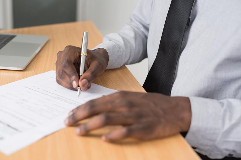 面试时自己带了简历,HR为什么还要你再填一份?
