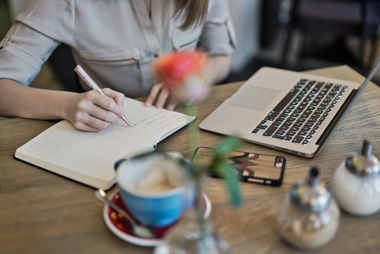 标准的大学生英文求职简历怎么写?